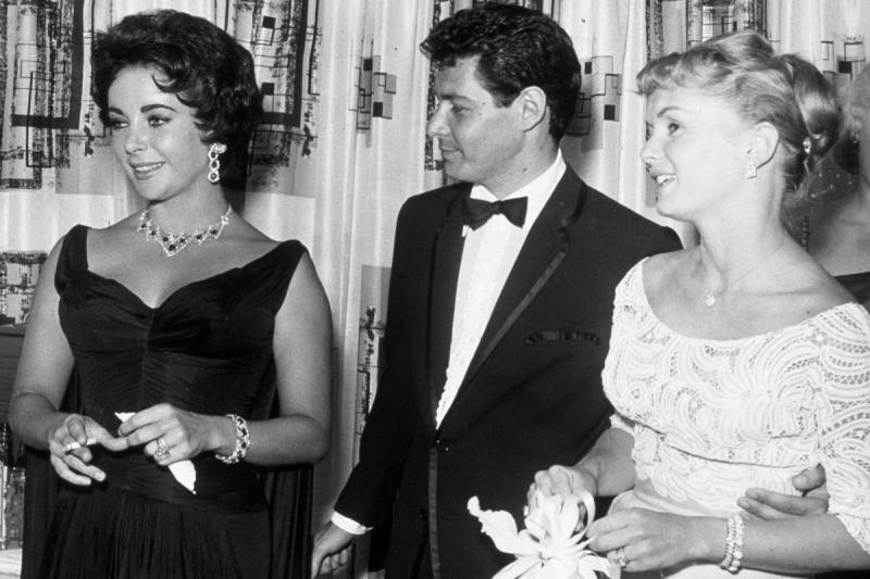 """""""Am fost o proastă"""". S-a iubit cu un senator, mai mulți actori și un muncitor. Elizabeth Taylor, o viață scandaloasă. Galerie Foto"""