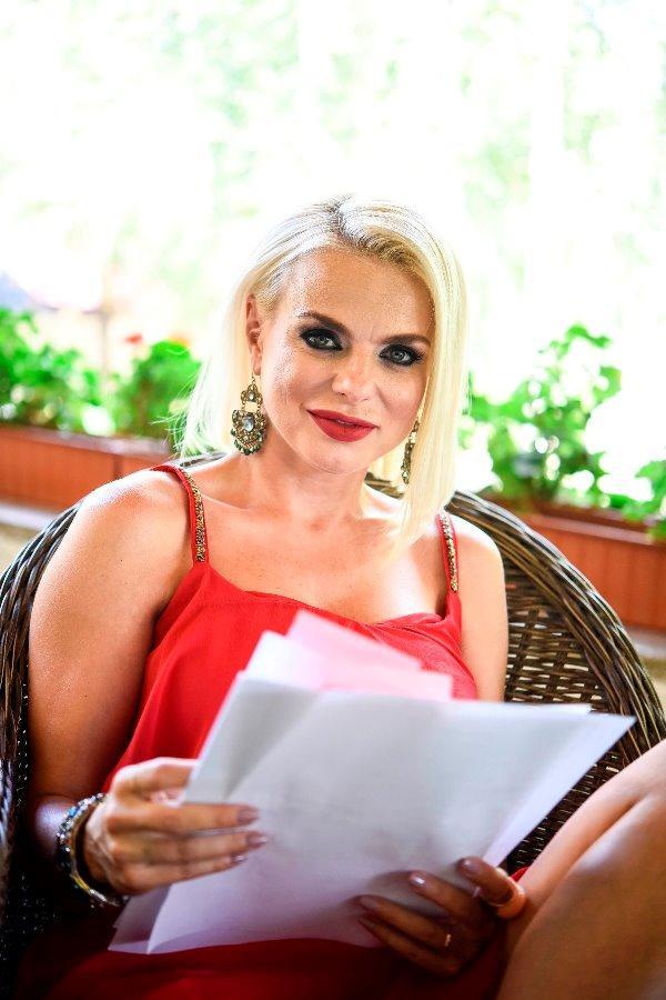 """Jojo – Cătălina Grama, divorțată și extrem de bogată, în serialul de comedie """"Liber ca pasărea cerului"""""""