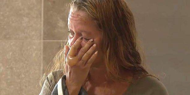 """O fetiță de 13 ani se zbate între viață și moarte, după ce iubitul ei cu 6 ani mai mare i-a dat foc! Mama atacatorului: """"Nu e doar vina lui"""""""