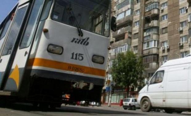 Bărbat lovit de tramvai, în București! Circulația a fost blocată în zonă
