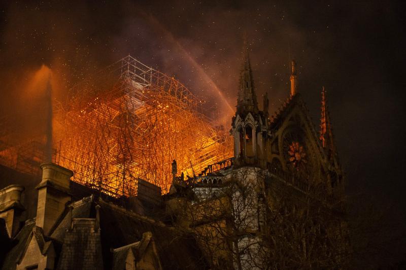 """""""Este o tristețe totală"""". Cum arată Notre Dame după incendiul devastator. Ce promite Macron - Foto"""