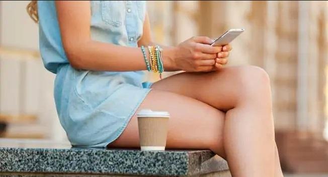 Poziția în care ții picioarele transmite un mesaj secret! Ai curaj să afli?