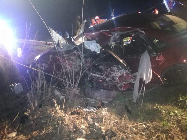 Prietenii și familia îl plâng pe Cătălin, tânarul mort în accidentul din Arad. Mașina lui a fost lovită de un TIR