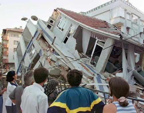 Ce faci când te prinde cutremurul într-o clădire! Îți poate salva viața