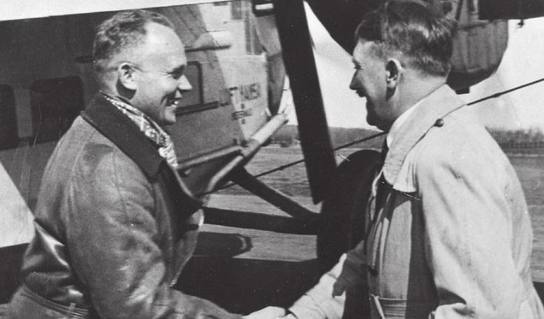 """""""Îi pun capăt astăzi!"""". Ce a făcut Hitler în ultimele clipe de viață și de ce nu a încercat să se salveze. Pilotul lui a scris totul într-un jurnal. Imagini rare! - Foto"""