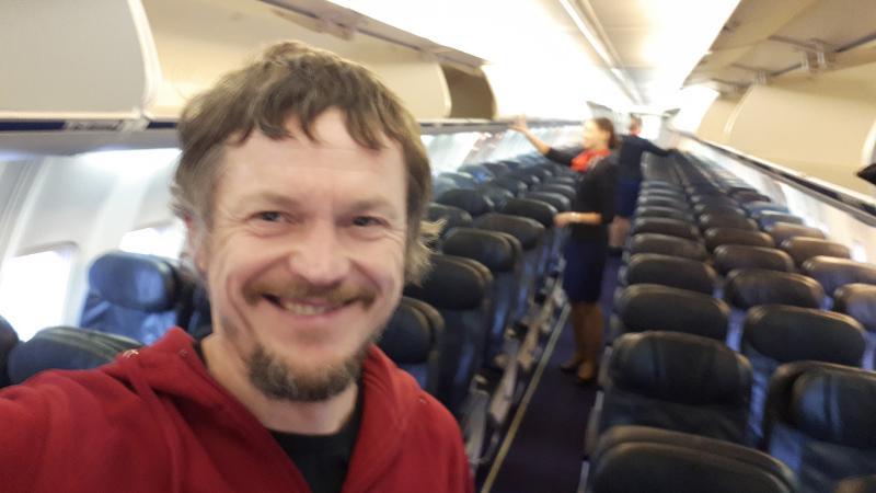 Singurul pasager din avion! Un bărbat s-a trezit la bord doar cu cele cinci stewardese! Ce s-a întâmplat