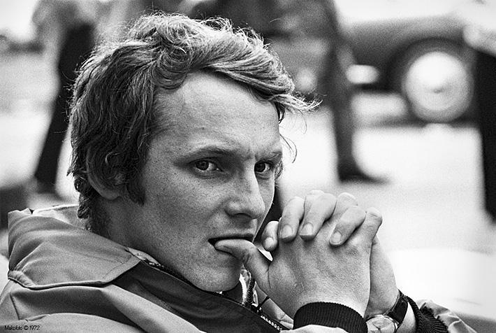 """Video. A ars de viu pe pistă și s-a întors bandajat.. De ce a fost Niki Lauda o legendă. """"Am un motiv să fiu urât, dar am și un fund extraordinar"""""""
