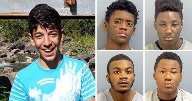 Trei elevi și-au înjunghiat colegul și l-au lovit cu ciocanul,  Băiatul se auzea cum gemea și spunea că va muri