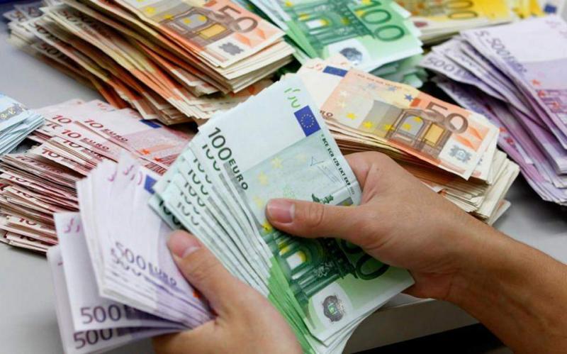 Lovitură pentru românii cu rate la bănci! Creditele nu se mai calculează după ROBOR! Ce anunță specialiștii
