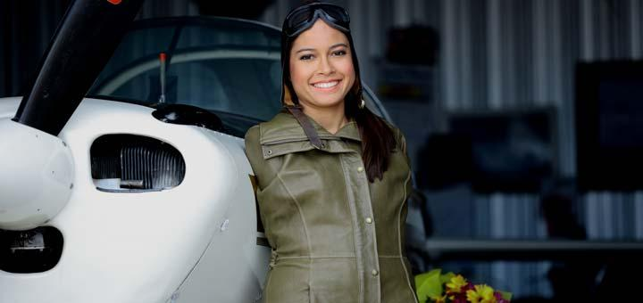 S-a născut fără mâini, dar cu un munte de voință! Povestea unei femei care a devenit pilot de avioane, deși nu are membre