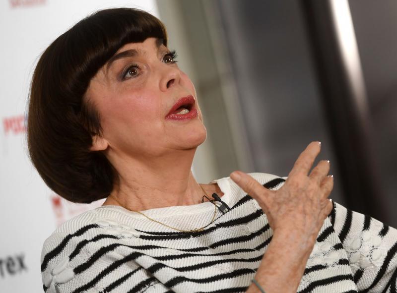 Mireille Mathieu nu mai are mult de trăit. Lumea muzicală este în stare de șoc