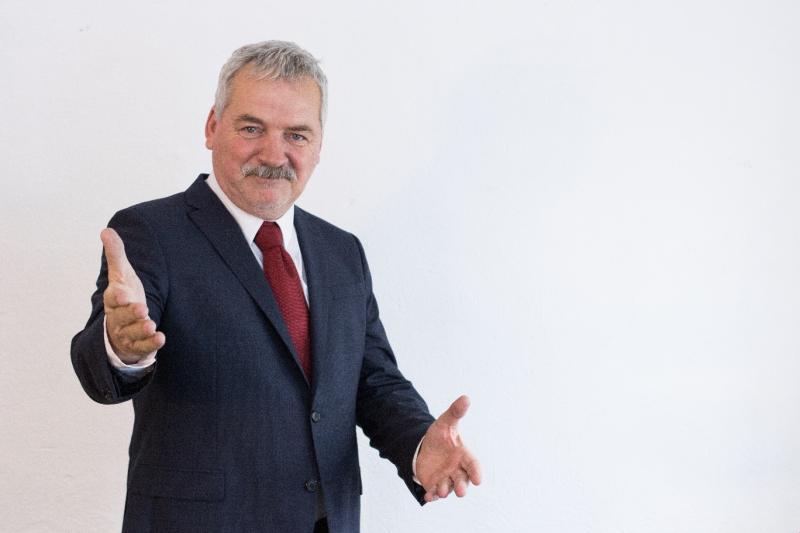 """Teodor Corban, interpretul primarului din Mangalița:  """"Filmam câte 12 ore pe zi. A fost un fel de militărie"""""""