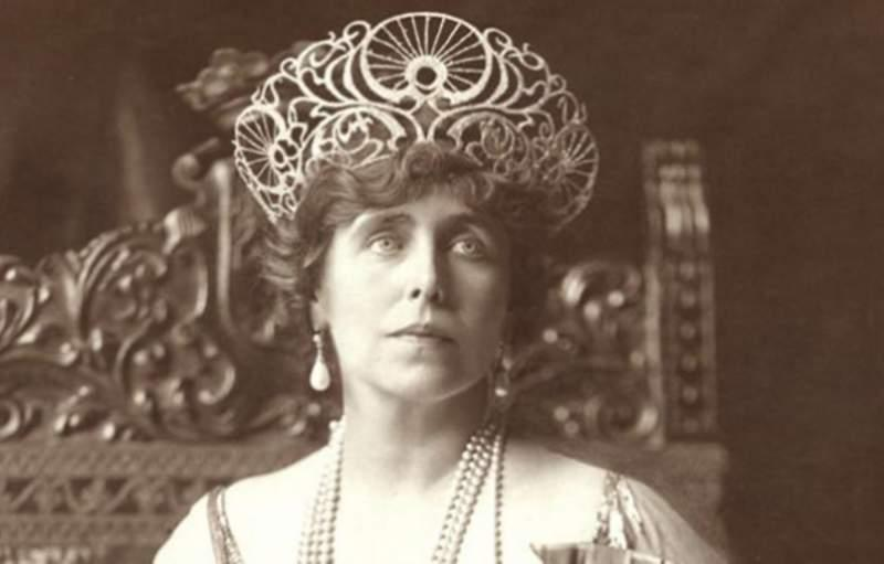 """Parfumul Reginei Maria, recreat după o sută de ani! Cum mirosea """"Leoaica"""", cea care a înfăptuit visul românilor"""