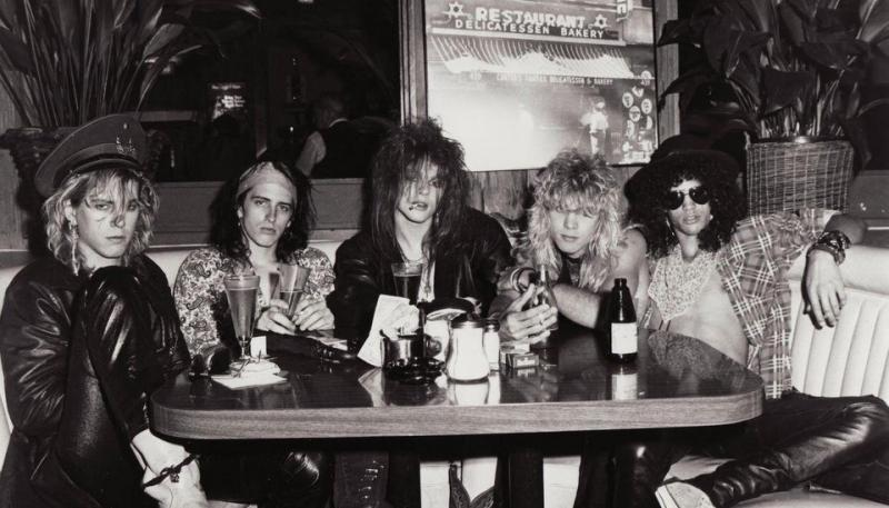 """Cinci inadaptați au scos cel mai bine vândut album de debut: """"Trăgeau piesele când nu erau beți sau în pușcărie!"""""""