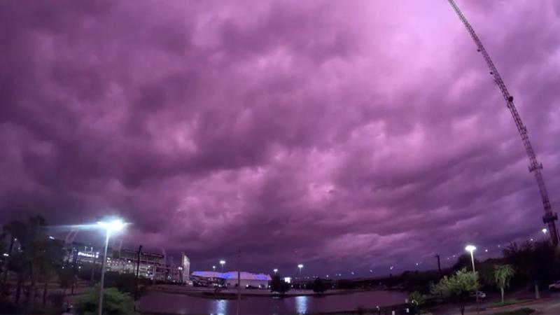 Fenomen bizar! Cerul și-a schimbat brusc culoarea și locuitorii s-au speriat | FOTO
