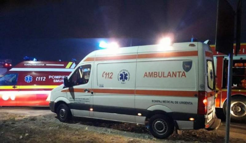 A intrat cu mașina în casă și s-a răsturnat! O femeie a murit într-un accident teribil în Arad | FOTO