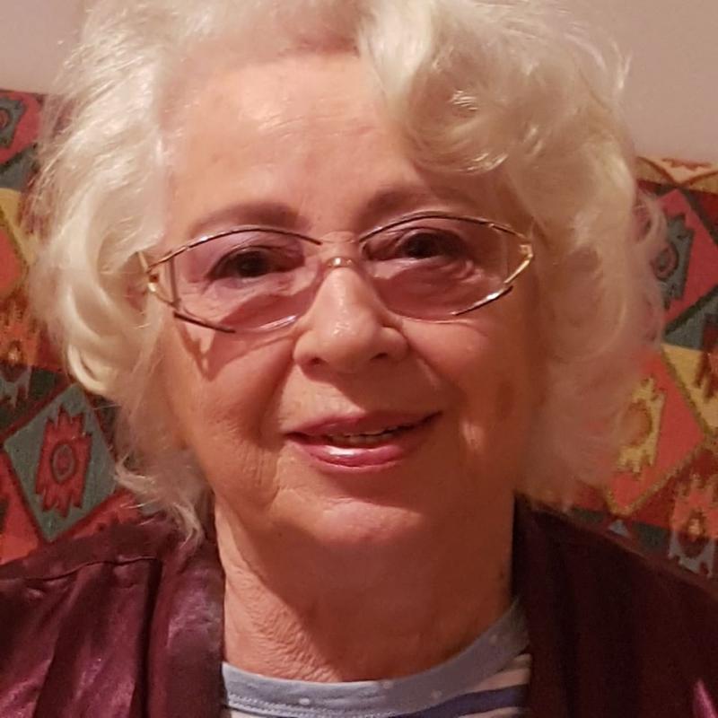 Cine este mama Cristinei Țopescu. Femeia a plecat în străinătate pe vremea regimului comunist și nu s-a mai întors niciodată