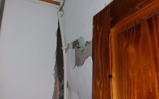 Explozie într-un bloc din Dâmbovița! Un bărbat a suferit arsuri pe față și piept! Atenție, imagini tulburătoare! FOTO