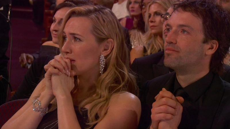 Kate Winslet în lacrimi atunci când Leonardo DiCaprio primește Oscarul