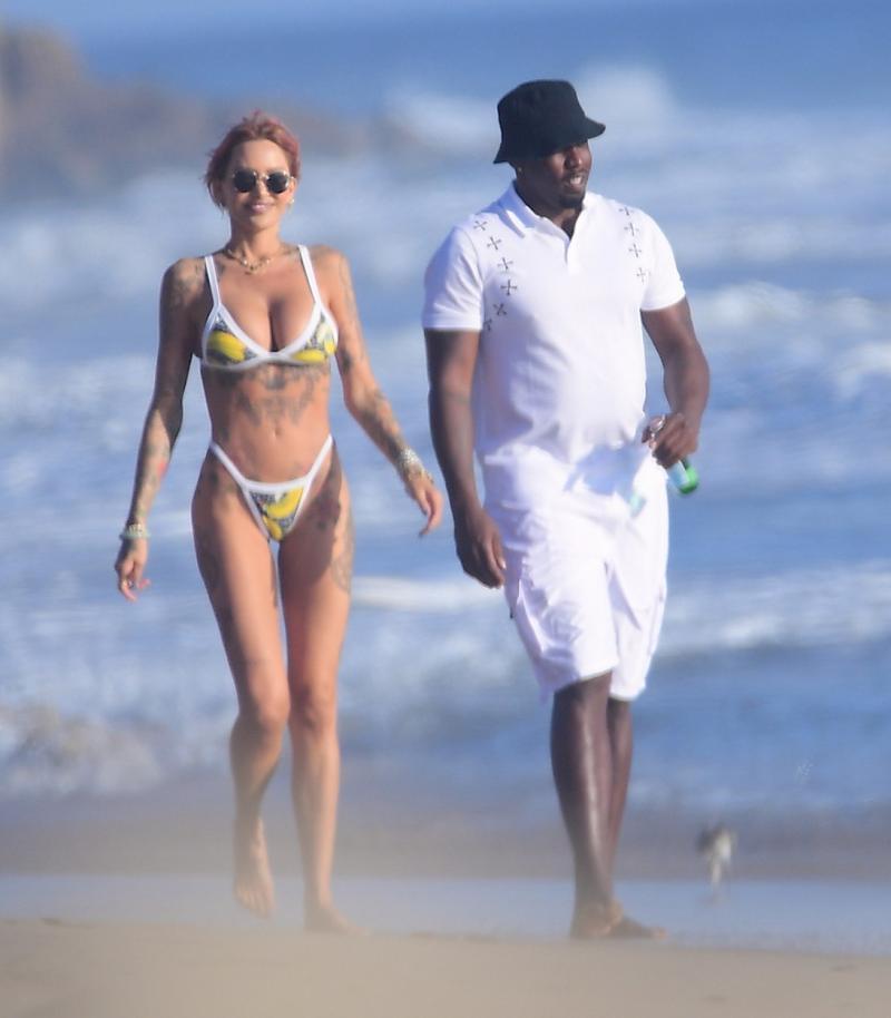 Tina Louise și Sean Combs, sărut pătimaș la plajă