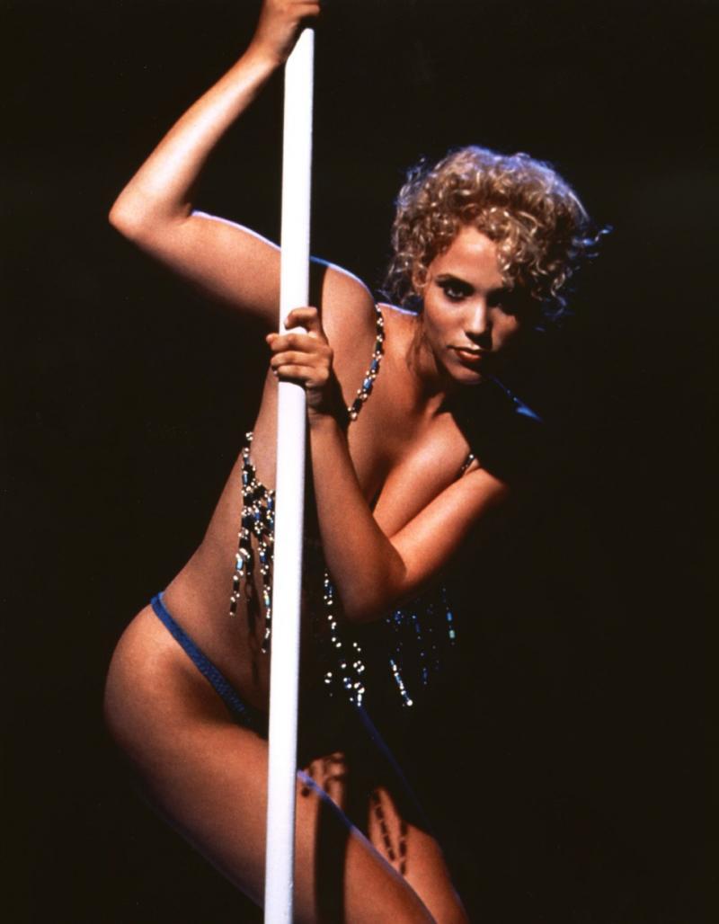 Elizabeth Berkley în ''Showgirls''