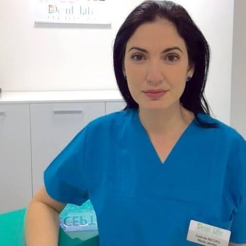 Soția lui Dan Negru, la cabinetul dentar la care lucrează