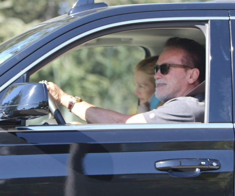 Ipostaza în care a fost surprins Arnold Schwarzenegger după a treia operație pe cord deschis. Care e starea actorului