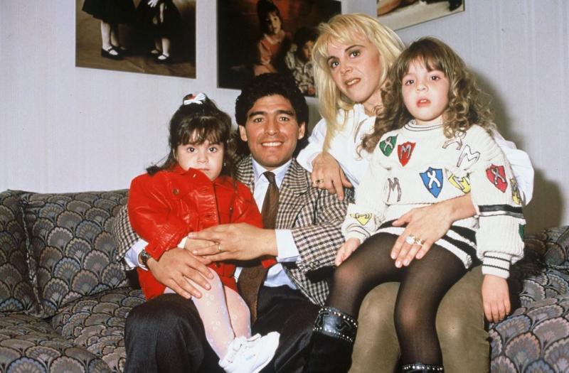 Diego Maradona cu sotia Claudia Villafane si cele doua fiice
