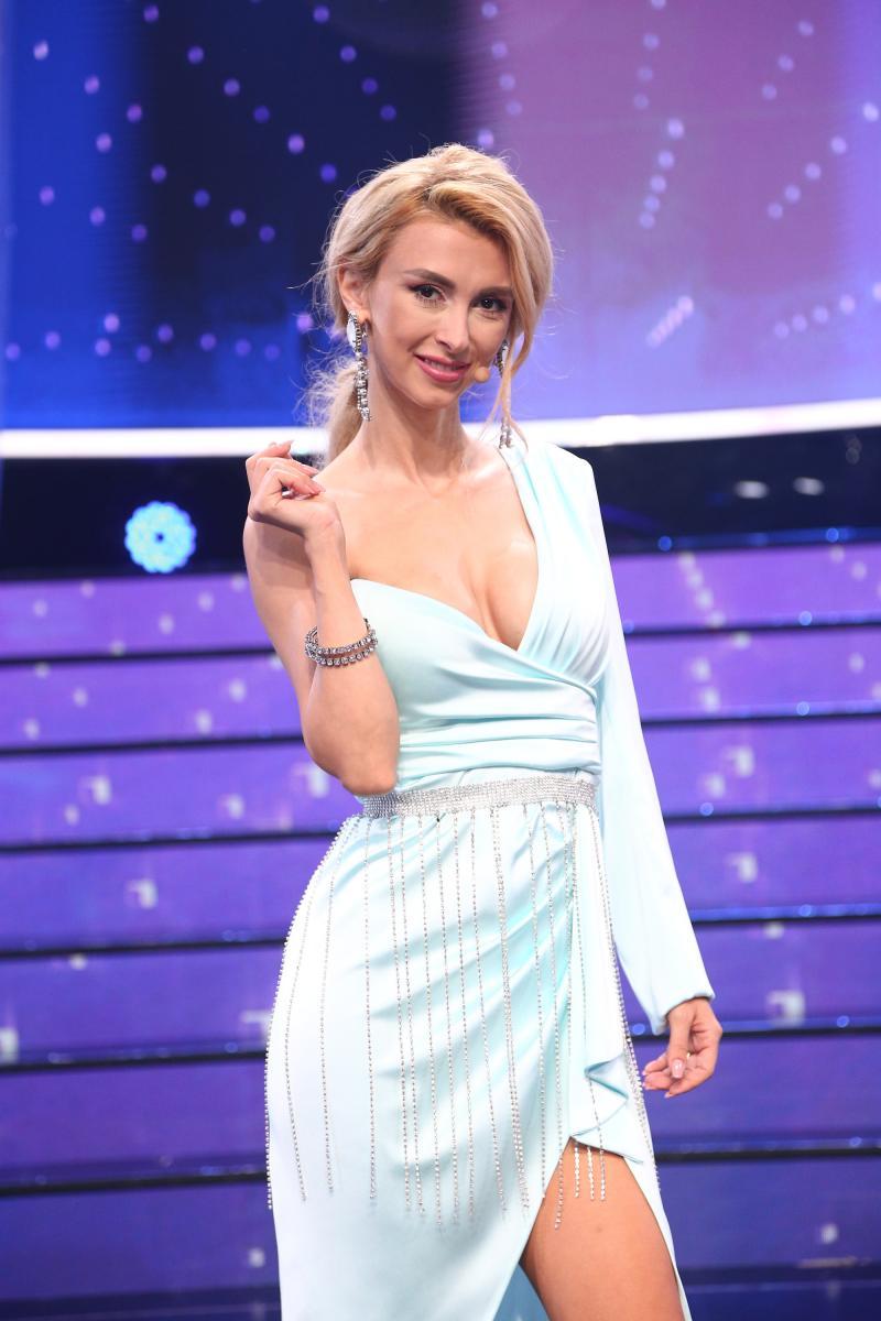Andreea Bălan și Alina Pușcaș, rochii superbe în gala Te cunosc de undeva! Cele două au apariții impecabile
