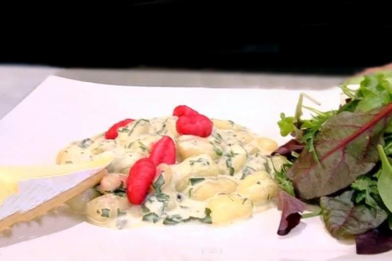 Rețeta de Gnocchi de casă cu sfeclă roșie și sos de gorgonzola