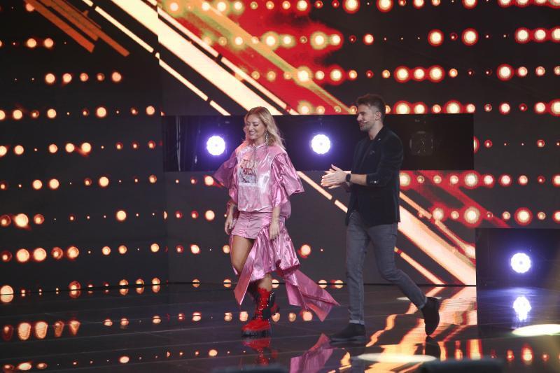X Factor 2020. Delia și Loredana, impecabile în două ținute deosebite. Iată rochiile care le-au făcut să strălucească