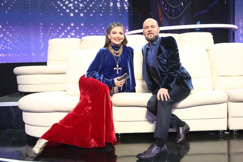 Alina Pușcaș, pe canapaea, alături de Cosmin Seleși, în a 13 gală TCDU, sezon 15