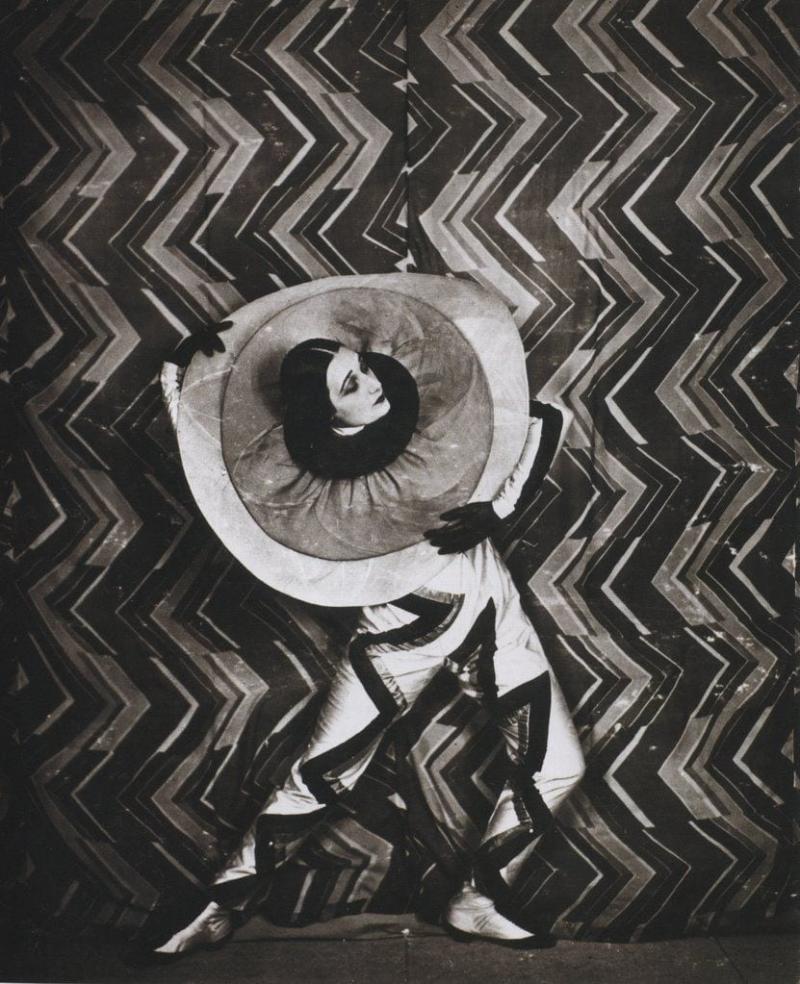 """Brâncuși i-a cusut rochii, Coco Chanel i-a fost clientă, Tristan Tzara amic, iar Eliade învățăcel. """"Țiganco!"""", o striga sculptorul, și-apoi o săruta pe frunte..."""