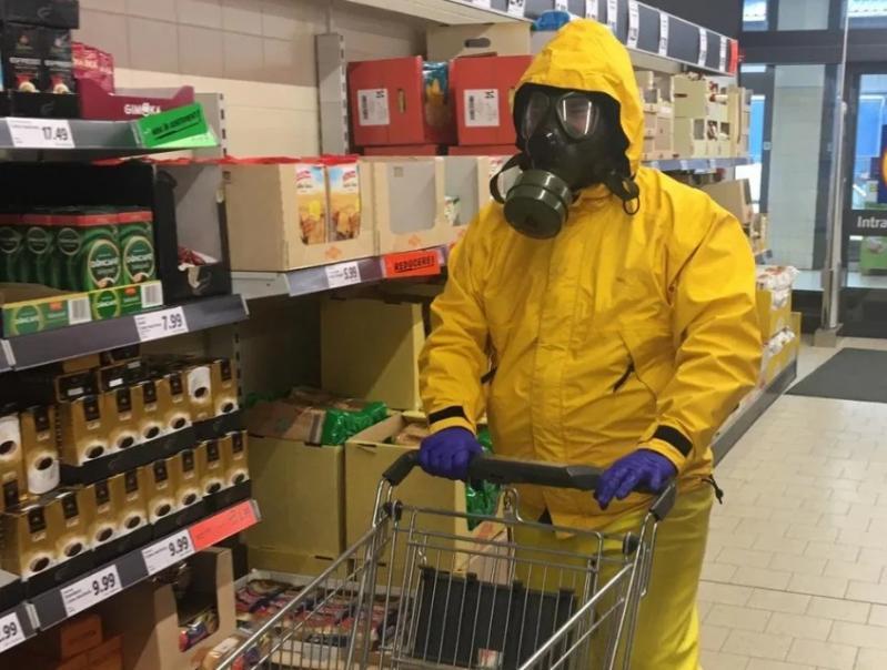 """Cum a apărut un bărbat din Cluj la hypermarket! Oamenii au încremenit: """"Să mai destindem atmosfera"""""""
