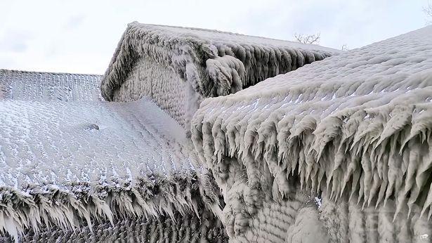 """Imagini uimitoare în New York! Case complet înghețate din cauza temperaturilor sub zero grade. """"Bine ați venit la Narnia"""" Video"""