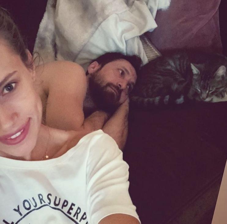 Interzis minorilor! Iubita lui Dani Oțil, poze sexy din dormitor! Fotomodelul a pus tot internetul pe jar