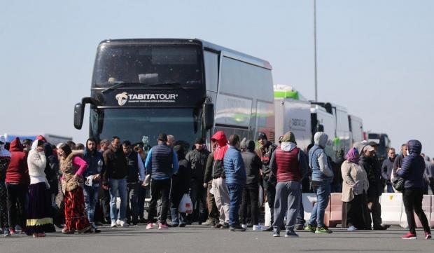 Românii se întorc acasă de Paște, în ciuda restricțiilor. Mii de persoane au trecut vama în ultimele 24 de ore