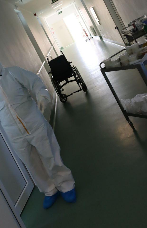 """""""Pacientul 102"""", vindecat de Covid-19: """"Din spitalele românești ieși și pe picioare, nu doar în coșciug. (...) Simțeam că mi se rup mușchii. Mă durea carnea. Am luat pastile pe care le iau bolnavii de HIV-SIDA!"""""""