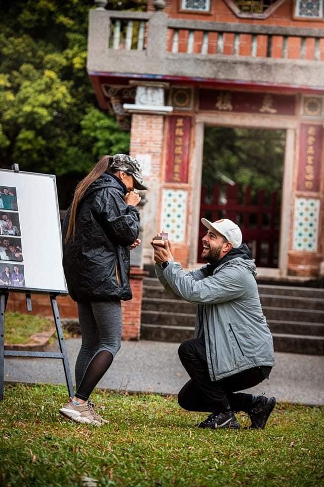 Cum arată inelul de logodnă oferit de Speak Ștefaniei!  Mesajul postat alături spune tot! Foto