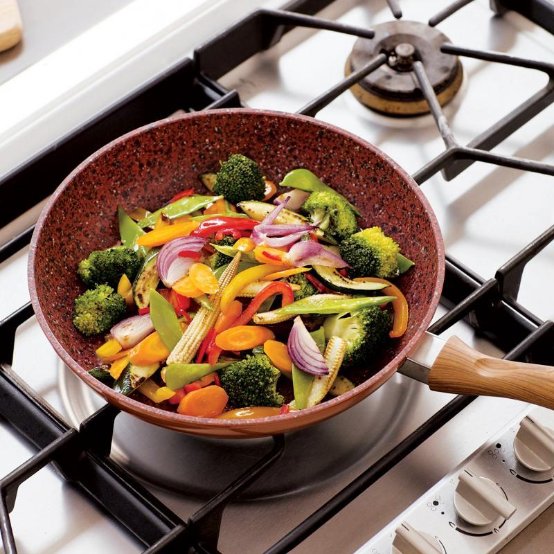 Cum pregătești în tigaie un meniu complet pentru întreaga familie