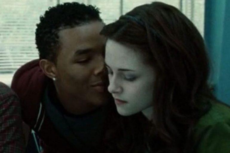 Un actor din Twilight și iubita lui, găsiți morți într-un apartament din Las Vegas. O substanță necunoscută a fost găsită lângă ei