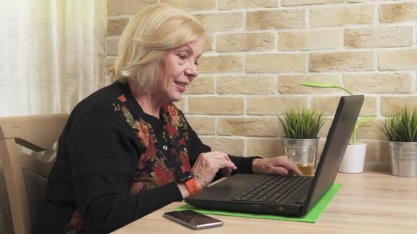 Femeie obligată să șteargă de pe Facebook pozele cu copiii sau să plătească zilnic o amendă! Motivul este incredibil