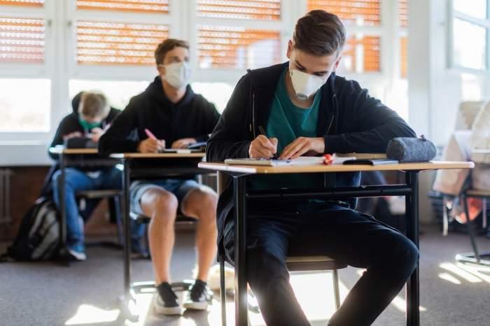 Atenție, elevi! Cum arată clasele în care se vor desfășura examenele de Bacalaureat și Evaluare Națională 2020