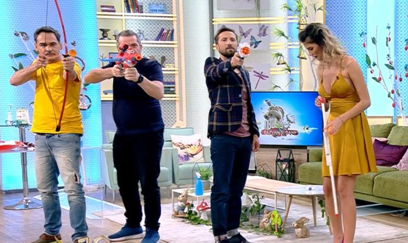 """S-au dezlănțuit! Răzvan și Dani au tras cu armele în platoul emisiunii Neatza! """"Trage, nu te opri"""""""