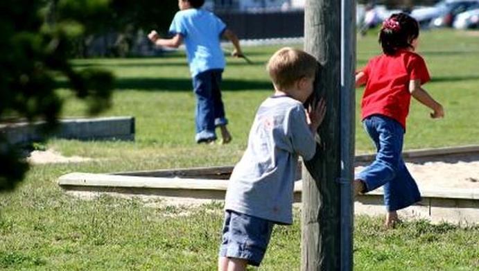 """Juri pe verde că nu ți le mai amintești?! Jocurile copilăriei sunt aici! De la """"Lapte Gros"""" până la """"Cornete"""", de la """"Baba Oarba"""" până la """"Adevăr sau Provocare"""""""
