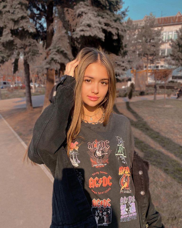 Iuliana Beregoi, artista cu staff de Hollywood!  Fata-fenomen din Republica Moldova este idolul a sute de mii de copii | Video