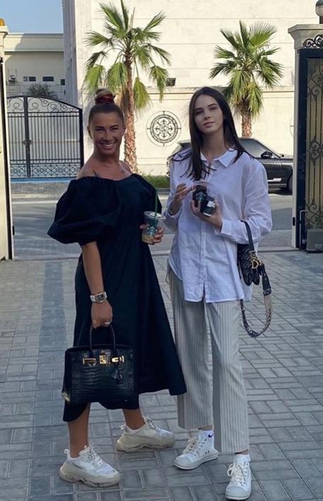 WOW! Așa mamă, așa fiice! Cum arată fetele Anamariei Prodan și cât de bine seamănă cu sexy-impresara   FOTO