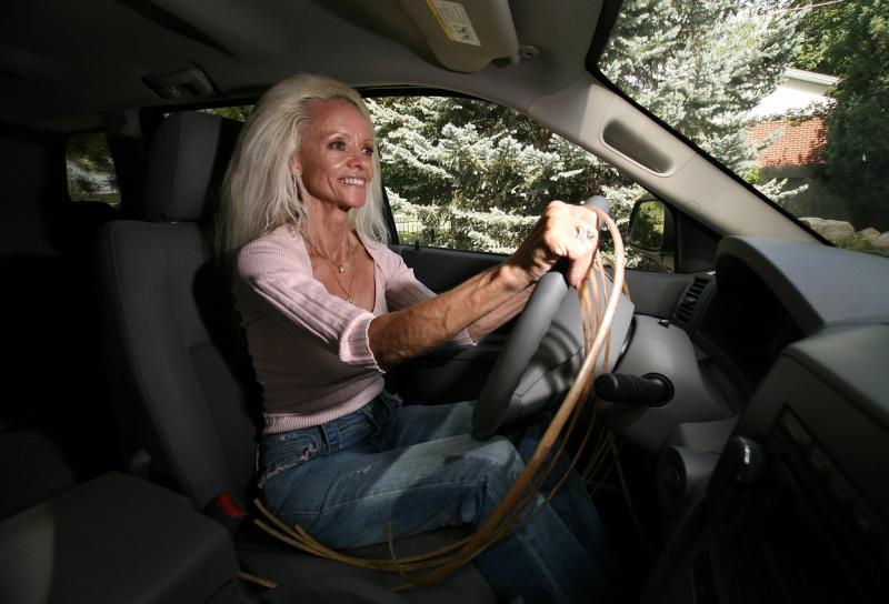 """Ce dramă cumplită a trăit femeia cu cele mai lungi unghii din lume. """"Am fost aruncată din mașină, pe asfalt. Când am deschis ochii, am început să plâng"""" – FOTO"""