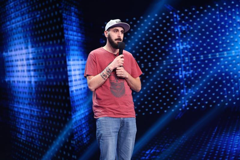 """Petre Dănuț Irinel, stand up comedy nerecomandat celor slabi de înger, în finala iUmor: """"Eu cu sora mea avem un băiețel. E răpit, dar e al nostru"""""""