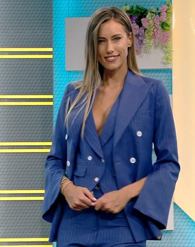 Iubita lui Dani, în platoul de la Neatza! Gabriela, apariție de senzație, într-o ținută mulată și cu un decolteu generos! | VIDEO